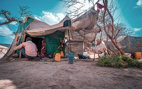 Yemen displaced people in makeshift tent