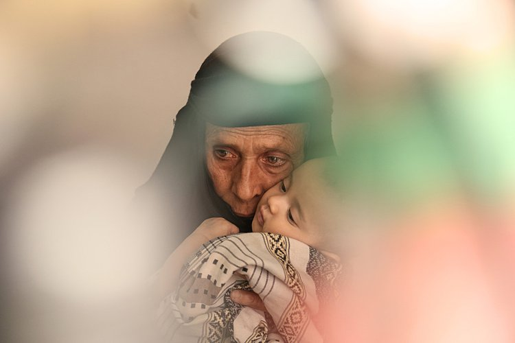 Khulood_with_her_grandmother__Cholera_outbreak__Yemen.jpg