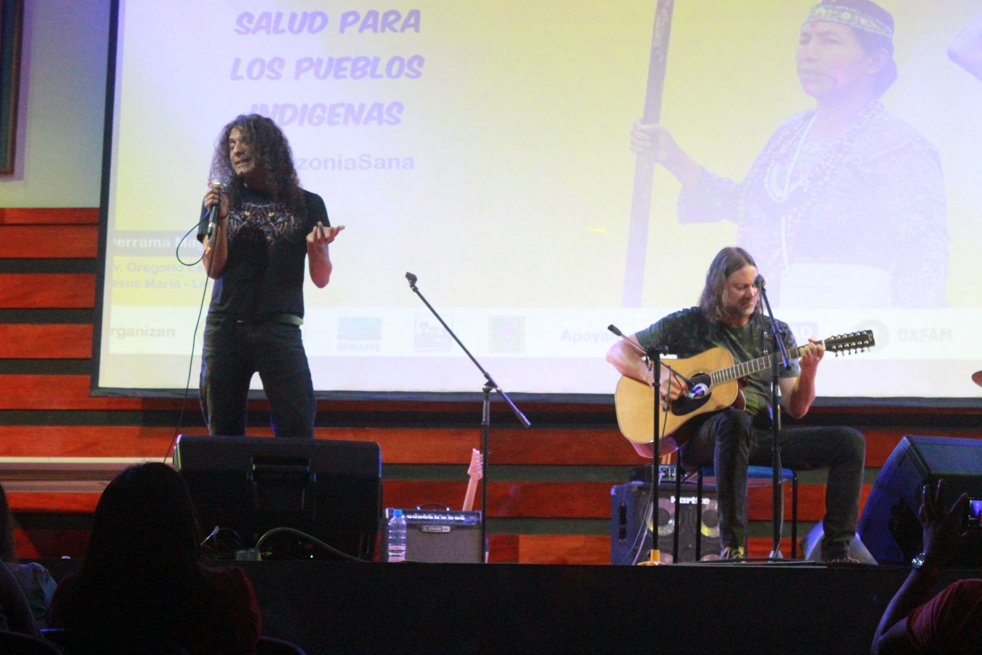 "M.A.S.A.C.R.E lead singer Adrián del Águila and guitarist ""Coqui"" Tramontana perform an acoustic set at a special forum last December on the situation at Block 192."