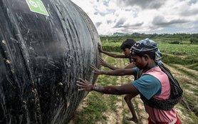 bangladesh-men-water-tank-field-ogb-109675-h.jpg