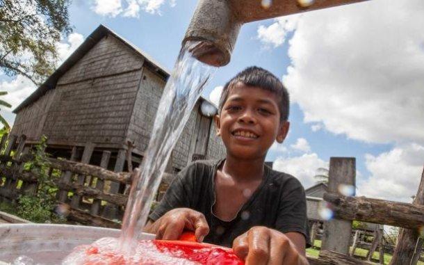 boy-water-tap-cambodia-oau-58599_610x381.jpg