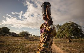 mozambique-mother-baby-water-bucket-onl-14378.jpg