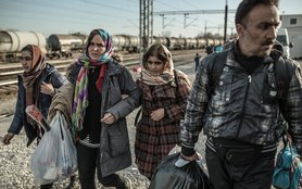 refugees-crossing-macedonia-OGB-97094lpr.jpg